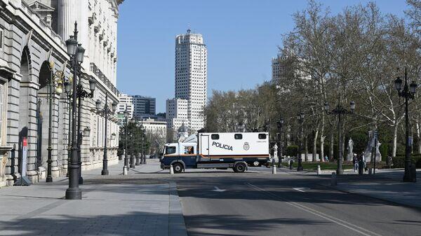 Перекрытая улица возле Королевского дворца в Мадриде