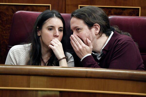 Члены испанского парламента Ирен Монтеро и Пабло Иглесиас