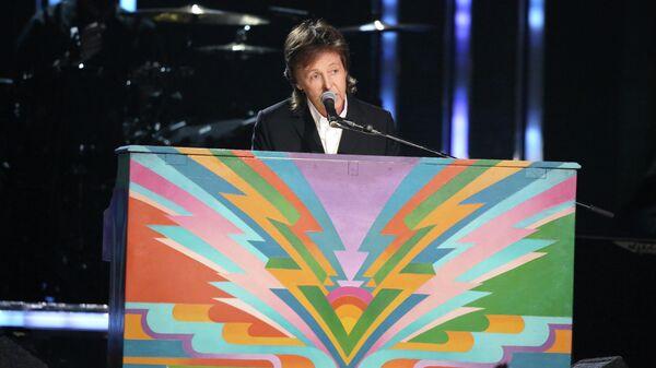 Пол МакКартни во время выступления на церемонии вручения премии GRAMMY. 26 января 2014