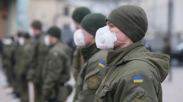 Сотрудники Национальной гвардии Украины в защитных масках