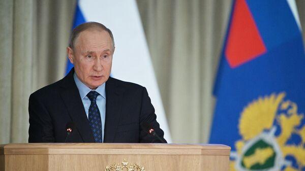 Путин призвал власти работать на опережение в ситуации с коронавирусом