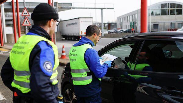 Проверка документов на границе Швейцарии и Франции