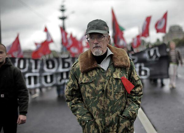 Писатель Эдуард Лимонов во время проведения марша протеста Антикапитализм-2012 в Москве
