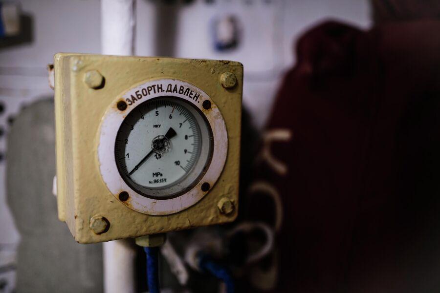 Шкала манометра в ВСК атомной подводной лодки Северодвинск