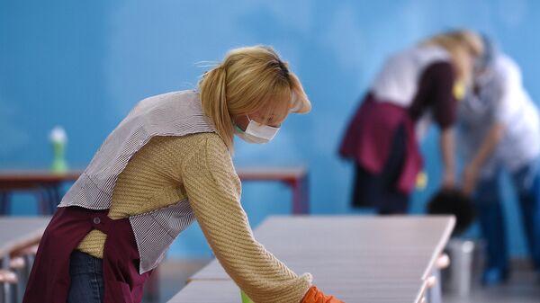 Санитарная обработка помещений в одной из школ Москвы
