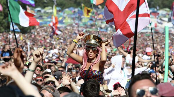 Фестиваль Гластонбери в Англии
