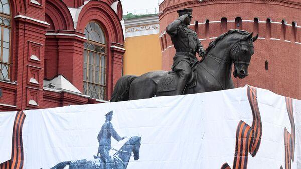 Новый памятник маршалу Жукову на Манежной площади в Москве