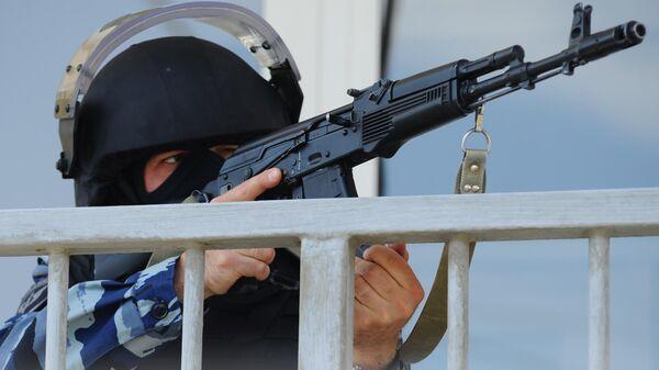 Сотрудник Управления федеральной службы войск национальной гвардии РФ по Тамбовской области во время учений.