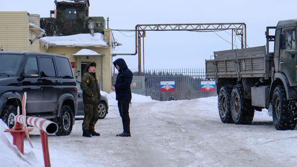 КПП воинской части, где произошел взрыв на складе с боеприпасами в Мурманской области