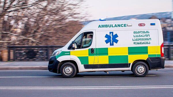 Машина медицинской скорой помощи на улице Тбилиси