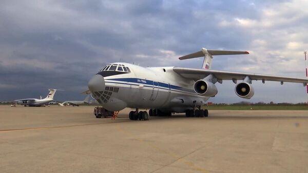 Военно-транспортный самолет ВКС России Ил-76 МД с медицинским оборудованием, предназначенным для борьбы с вирусом COVID-19 в Италии