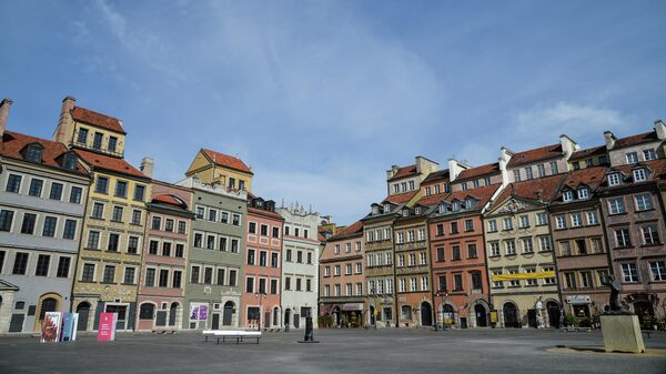 Пустая Рыночная площадь в Старом городе Варшавы