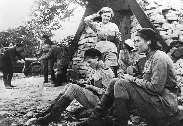 Лётчицы 46-го гвардейского авиационного полка