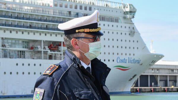 Круизный лайнер Costa Victoria в порту Чивитавеккья недалеко от Рима