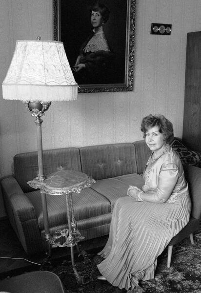 Народная артистка РСФСР  Инна Макарова в домашней обстановке