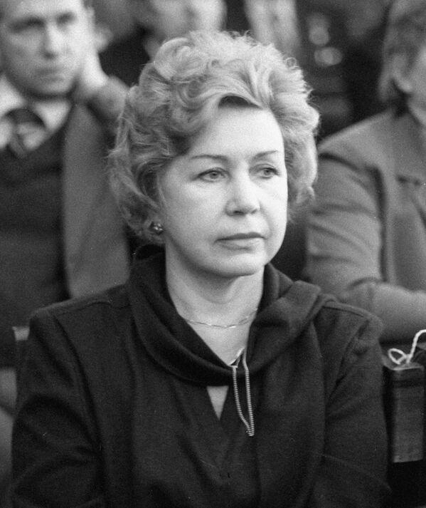 Народная артистка РСФСР Инна Макарова на объединенном пленуме правлений творческих союзов и организаций СССР и РСФСР