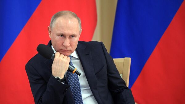 Путин поручил разработать план по динамике кредитования предприятий