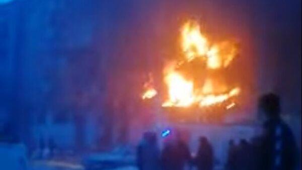 Пожар после взрыва газа в Магнитогорске попал на видео