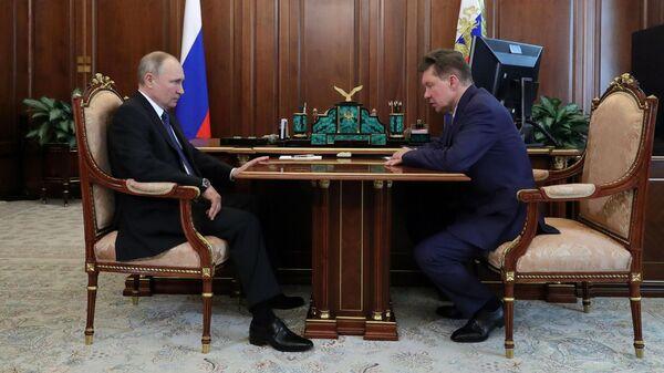 Президент РФ Владимир Путин и председатель правления ПАО Газпром Алексей Миллер во время встречи
