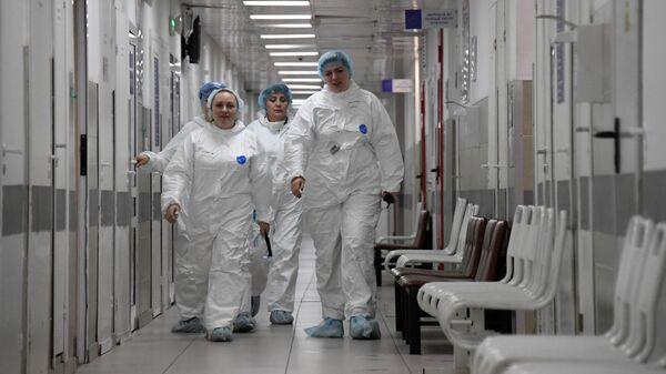 Медицинские работники в больнице No 15 им. Филатова