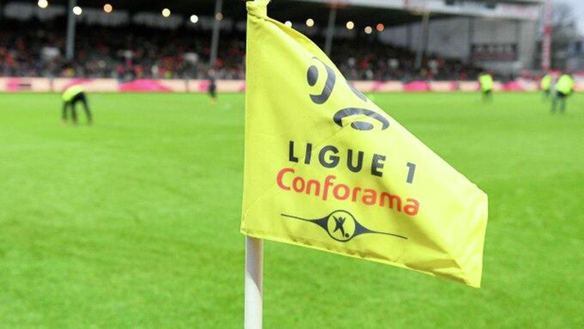 Угловой флажок с логотипом французской Лиги 1 - РИА Новости, 1920, 21.10.2020