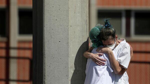Медицинские работники одной из клиник в пригороде Мадрида, Испания