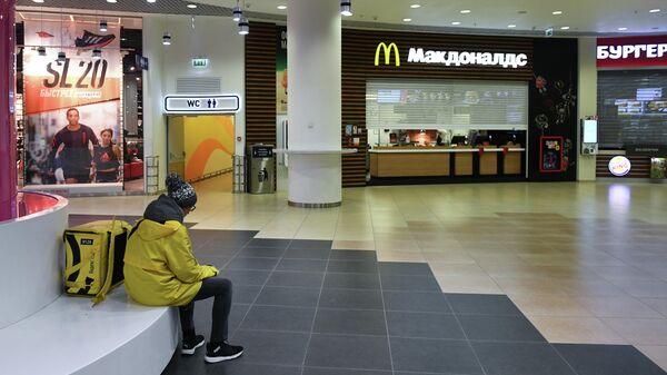 Закрытый фуд-корт в торговом центре Галерея Новосибирск