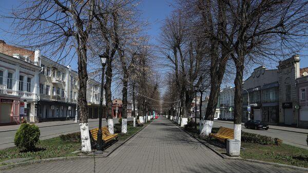 Пустая улица Мира в центре Владикавказа