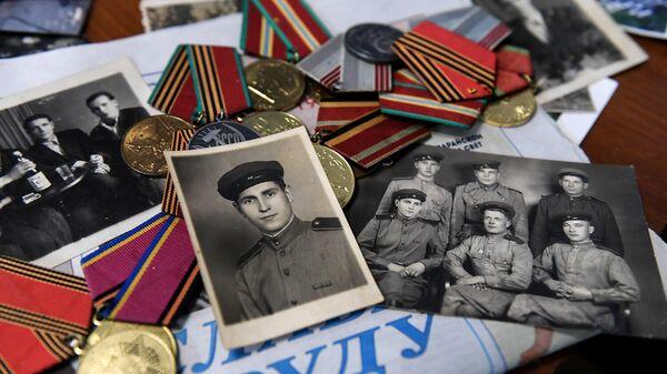 Фотографии военных лет и награды ветерана Великой Отечественной войны