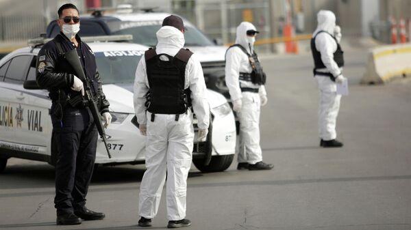 Члены дорожной полиции на границе Мексики