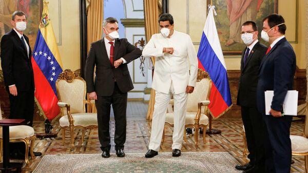 Президент Венесуэлы Николас Мадуро во время встречи с послом РФ Сергеем Мелик-Багдасаровым