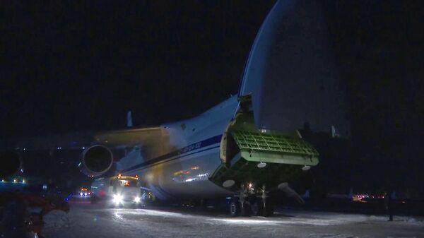 Военно-транспортный самолет АН-124-100 Руслан министерства обороны РФ на аэродроме Чкаловский. Стоп-кадр видео