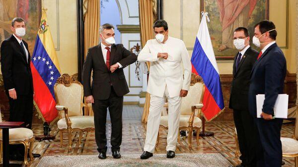 Президент Венесуэлы Николас Мадуро и посол России в Венесуэле Сергей Мелик-Багдасаров в Каракасе