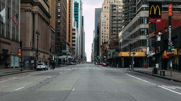 Опустевшая улица в центре Нью-Йорка