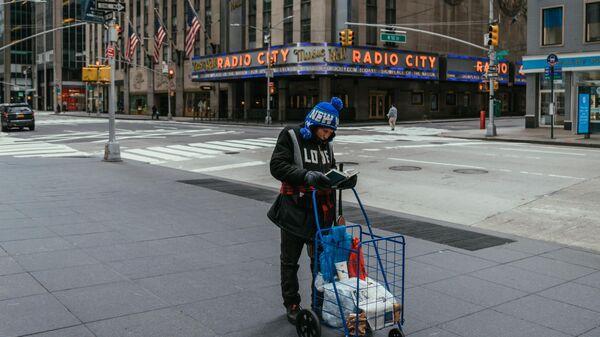 Женщина на улице Нью-Йорка