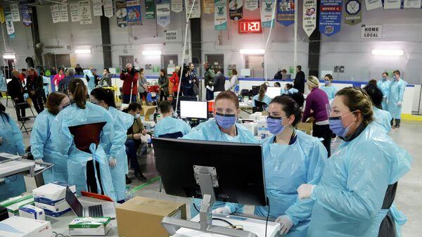 В Канаде число случаев коронавируса приблизилось к 13 тысячам