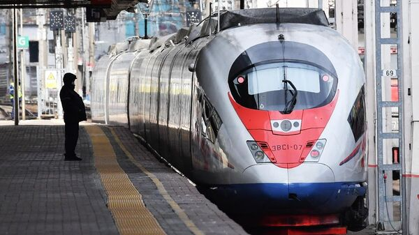 Поезд Сапсан на Ленинградском вокзале в Москве