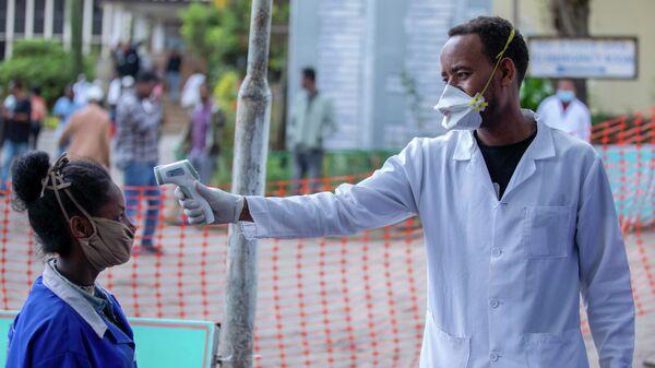 Санитарный контроль в связи с коронавирусом  в Аддис-Абебе, Эфиопия