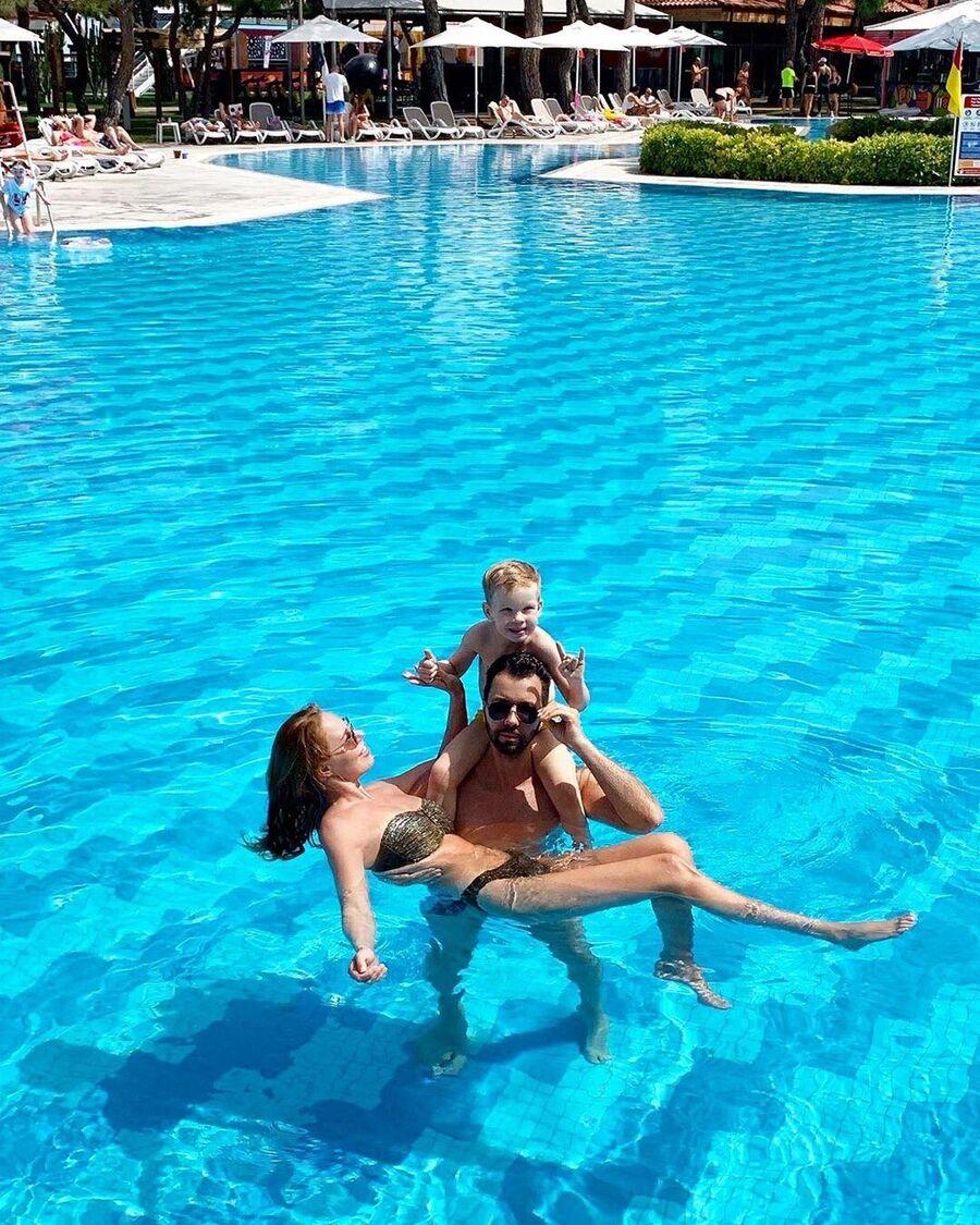 Денис Клявер с семьей в Турции