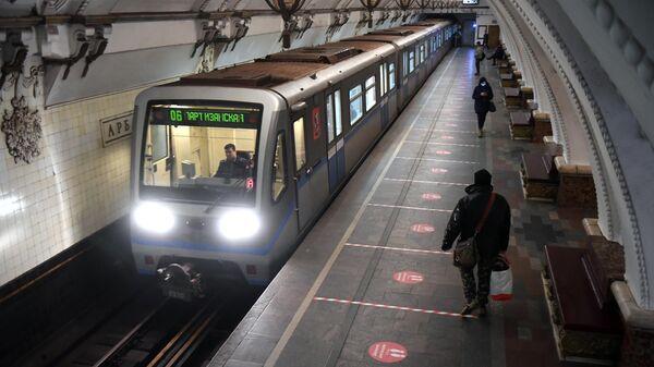 Дистанционная разметка на платформе станции метро Арбатская в Москве