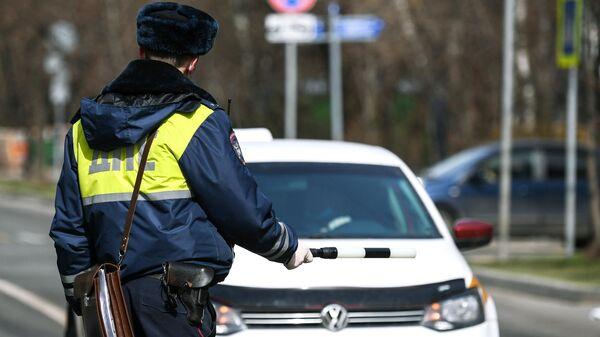 Сотрудник дорожно-патрульной службы в Москве