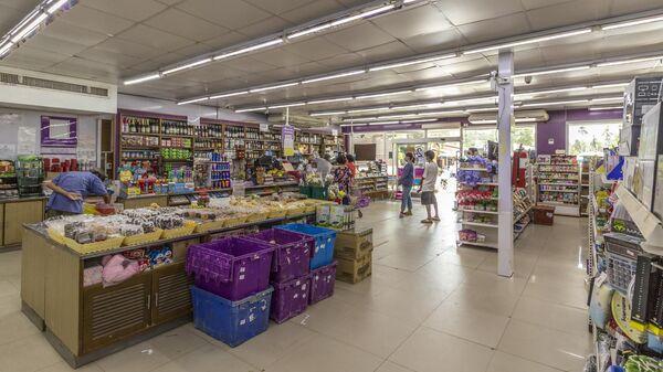 Покупатели в супермаркете на острове Пхукет в Таиланде