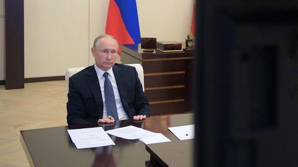 Президент РФ Владимир Путин проводит в режиме видеоконференции совещание с экспертами по вопросам развития ситуации с коронавирусной инфекцией