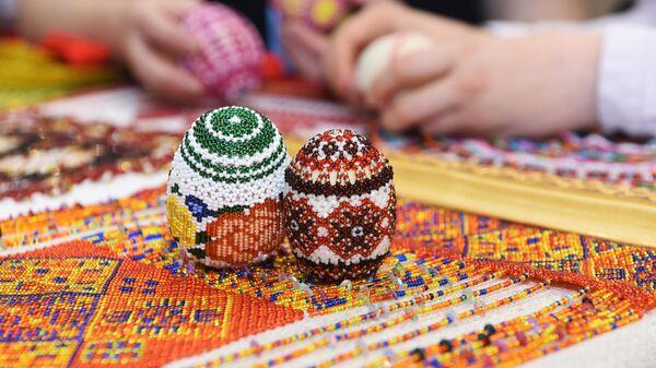 Яйца, украшенные бисером