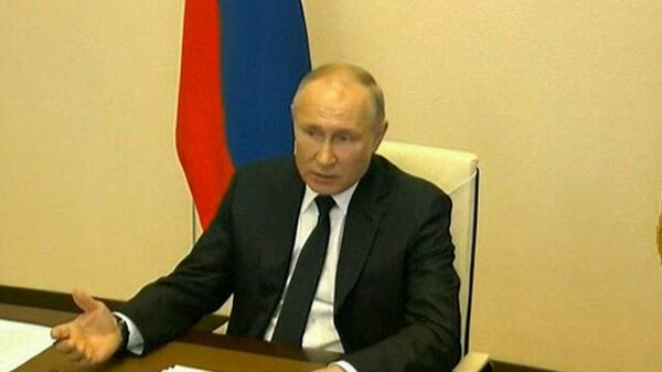 Путин: Помогать в первую очередь тем компаниям, которые сохраняют занятость