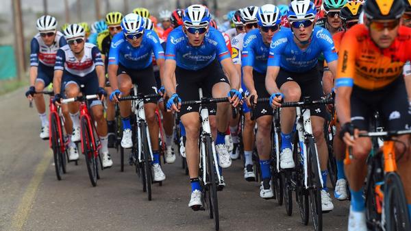 Велогонщики команды Газпром-Русвело (в центре)