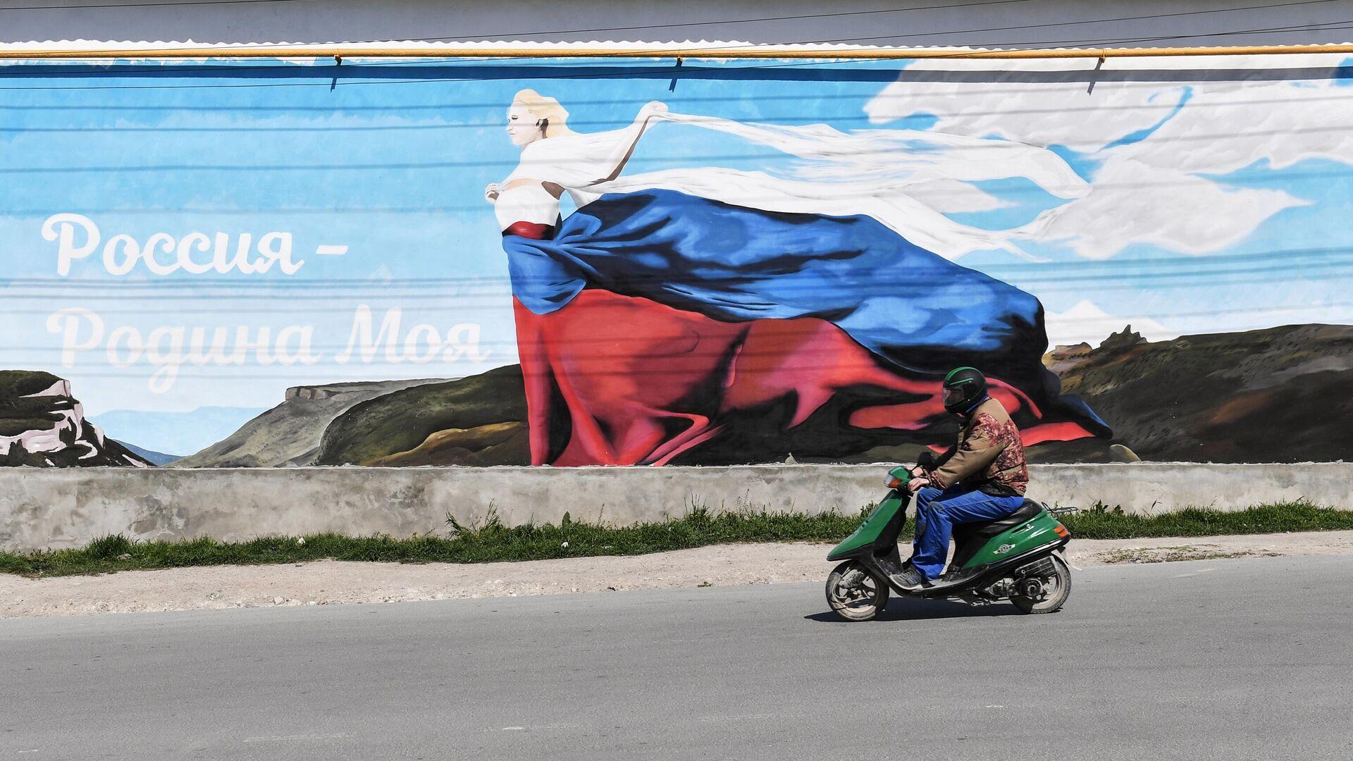 Местный житель на одной из улиц в Бахчисарае - РИА Новости, 1920, 04.05.2021