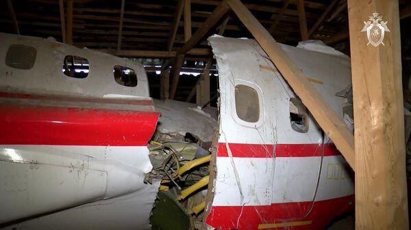 Обломки самолета Ту-154М, изъятые в ходе осмотра места происшествия и признанные вещественными доказательствами по уголовному делу
