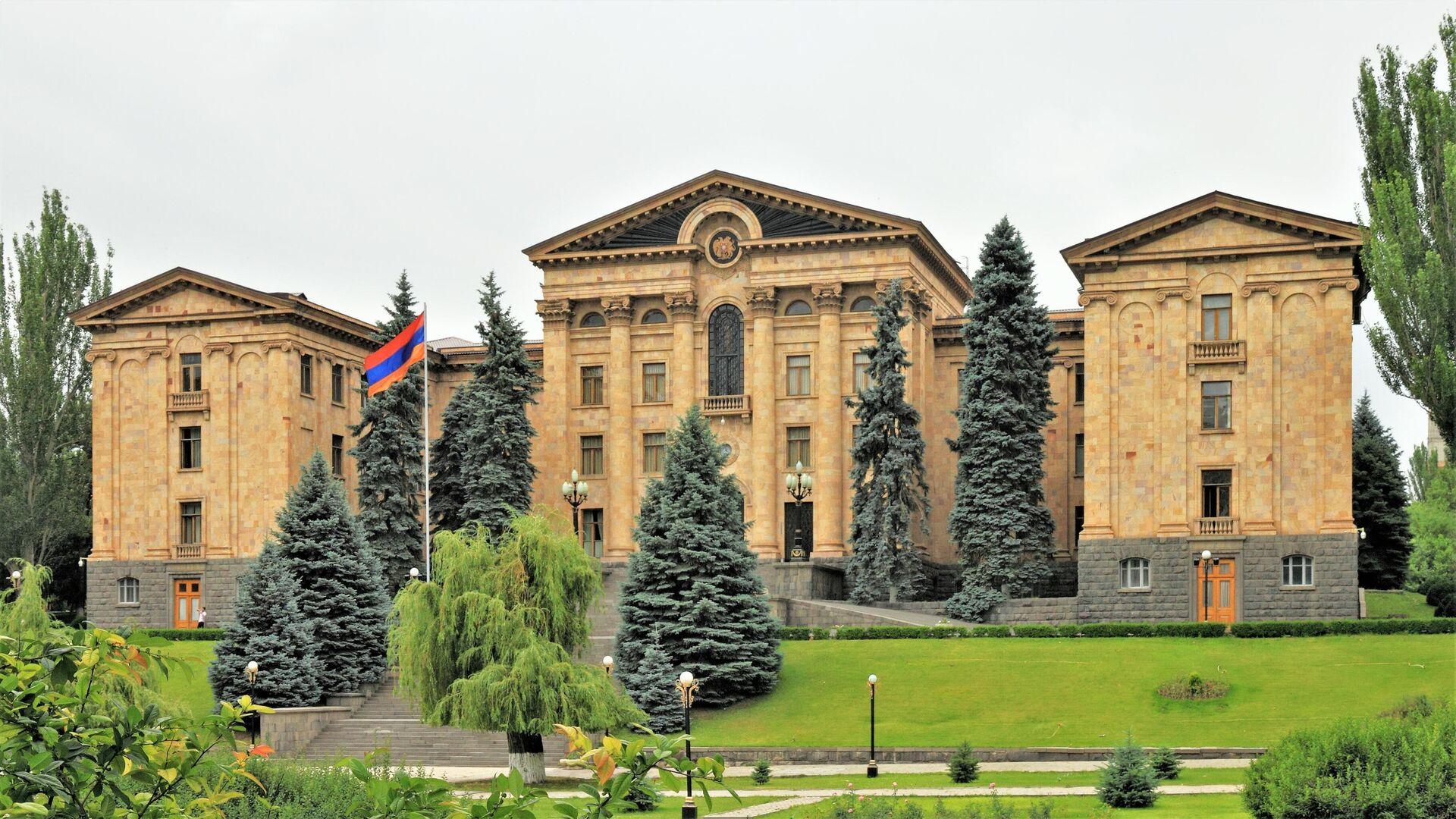 Зданием армянского парламента в Ереване - РИА Новости, 1920, 27.09.2020