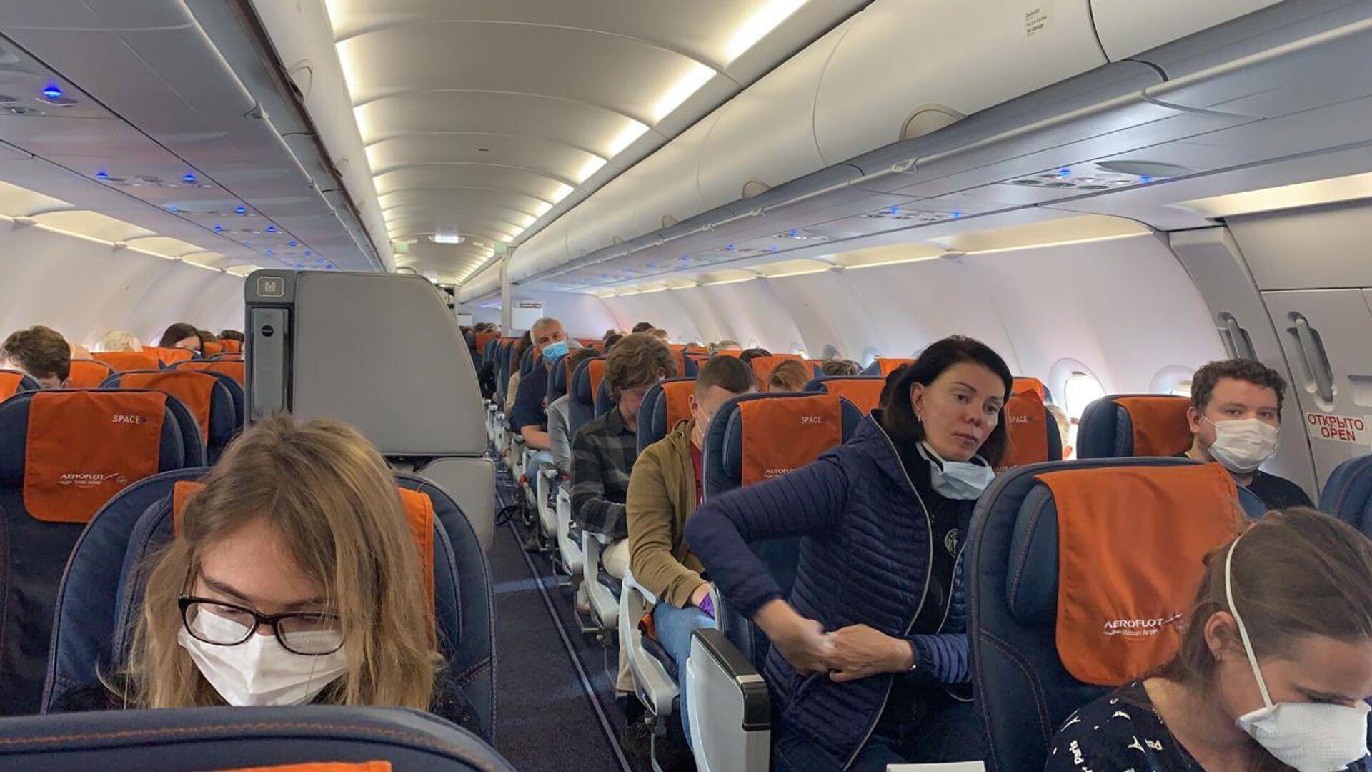 Пассажиры на борту рейса Аэрофлота - РИА Новости, 1920, 13.10.2020